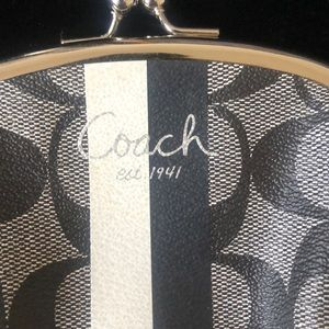 Coach Bags - Coach Kisslock Coin Purse